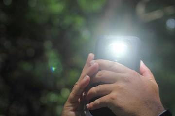Flash-iPhone-Camera-Quality-WikiTechGo